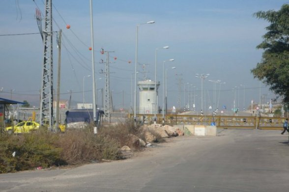 phoca_thumb_l_jenin camp check point