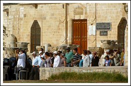 Daily attacks on Al-Aqsa: Two hundred Jewish settlers break into Aqsa mosque - July 14, 2013 (Click to see the album)