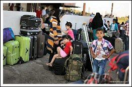 Thousands of Palestinians stranded at the border as Egypt tightens the siege on Gaza - Aug 27, 2013 (Click to see the full report/album)
