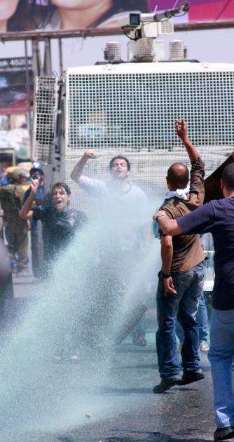qalandia protesters non violent resistance