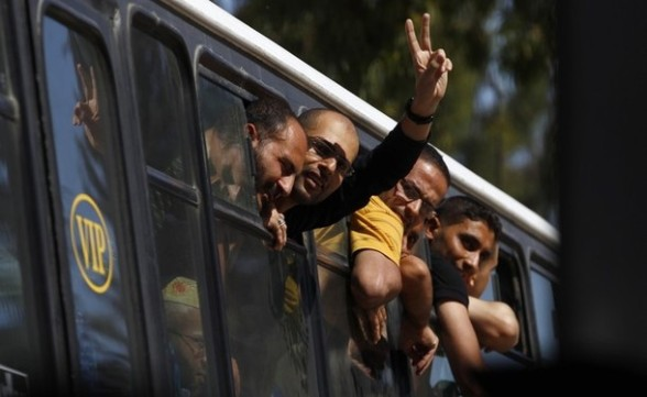 The border gate closes as Palestinian prisoners enter Gaza via the Rafah crossing from Egypt