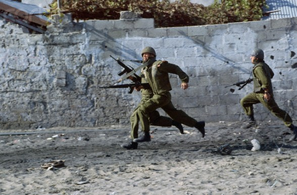 1993, Gaza, Gaza Strip --- Israeli soldiers respond to Palestinian protesters during a 1993 uprising in Gaza. --- Image by Peter Turnley/CORBIS