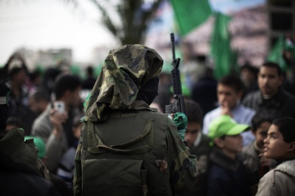 A Palestinian child dressed as a Hamas o
