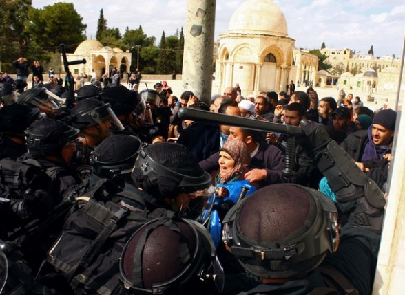 Palestinians argue as Israeli policemen stand guard at the entrance to the Dome of the Rock at the flashpoint Al-Aqsa mosque compound in Jerusalem's old city on February 24, 2012. Clashes briefly broke out between Israeli police and