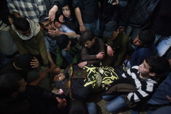 Mourners gather around the body of an Islamic Jihad militant during his funeral in Gaza March 10, 2012. Israel killed two more Gaza militants on Saturday, raising the death toll in two days of violence to 12 and dozens of rockets fired from Gaza into Israel injured at least four people, Israeli and Palestinian officials said. REUTERS/Suhaib Salem