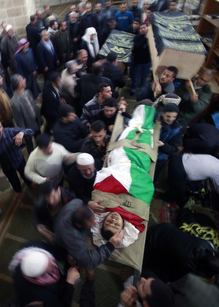 Palestinians carry the bodies of Islamic Jihad militants during their funeral in Gaza March 10, 2012. Israel killed two more Gaza militants on Saturday, raising the death toll in two days of violence to 12 . REUTERS/Suhaib Salem
