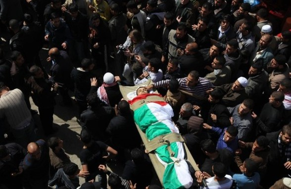 Palestinian mourners carry the body of an Islamic Jihad militant, who was killed in Israeli air strikes, during a mass funeral in Al-Omari mosque in Gaza City on March 10, 2012. Israeli air strikes on Gaza killed 14 Palestinians, including a militant group chief, medics said on March 10, in the deadliest 24 hours in the border area in more than three years. AFP PHOTO/MAHMUD HAMS