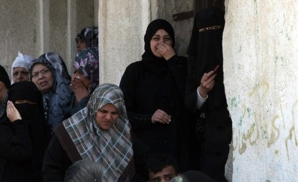 Palestinian relatives of Ahmed Hajaj, an Islamic Jihad militant who was killed in an Israeli air strike, mourn during his funeral in Gaza City on March 10, 2012. Israeli air strikes on Gaza killed 14 Palestinians, including a militant group chief, medics said on March 10, in the deadliest 24 hours in the border area in more than three years. AFP PHOTO/MAHMUD HAMS