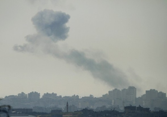 Smoke rises from an Israeli air strike in the Gaza Strip as seen from an area near the Israeli city of Ashkelon March 10, 2012. Israel killed four Gaza militants on Saturday as violence sparked by the death of a militant leader a day earlier escalated with gunmen firing more than 90 rockets at Israel, injuring four people, Israeli and Palestinian officials said. REUTERS/Amir Cohen