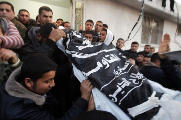 Palestinian mourners carry the body of Z