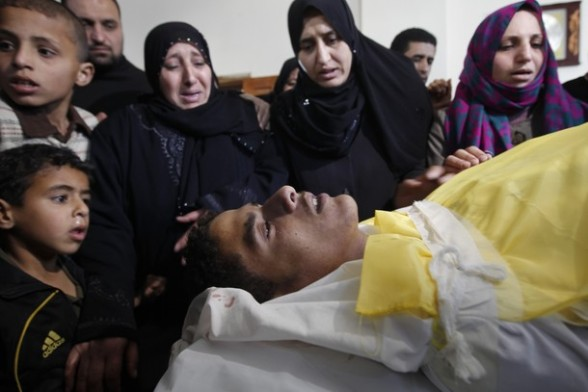 Female Palestinian mourners bid farewell to Hashem Saed, 17-years-old, during his funeral in Gaza City on April 4, 2012, after he was shot overnight close along the border fence between the Gaza Strip and Israel by Israeli soldiers. AFP PHOTO/MOHAMMED ABED