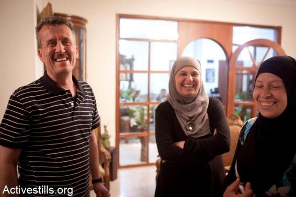 Bassem Tamimi stands next to his wife, Nariman (R) ,in the West Bank city of Ramallah after he was released from Ofer military jail, April 24, 2012.
