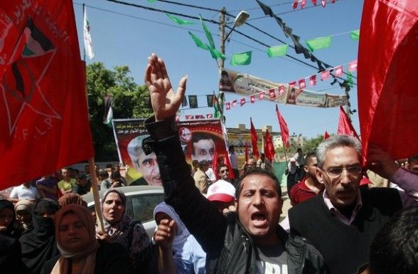 Palestinians take part in a rally in front of the Red cross headquarters in Gaza City to show solidarity with Palestinian prisoners held in Israeli jails April 25, 2012. Israel has taken measures against some 1,200 Palestinian prisoners on a hunger strike, denying them family visits and separating them from inmates not taking part in the protest, prison authorities said on Monday. REUTERS/Suhaib Salem