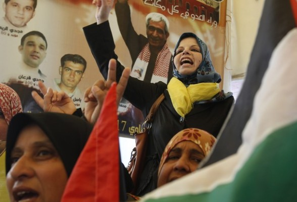Palestinian women shout slogans during a demonstration for the release of Palestinian prisoners held in Israeli jails outside the Red Cross offices in Gaza City on April 23, 2012. At least 1,350 Palestinian prisoners being held in Israel are observing an open-ended hunger strike, the Israeli Prisons Service said on April 22, after another 150 inmates began refusing food to protest the conditions in which they are being held.  AFP PHOTO/ MOHAMMED ABED