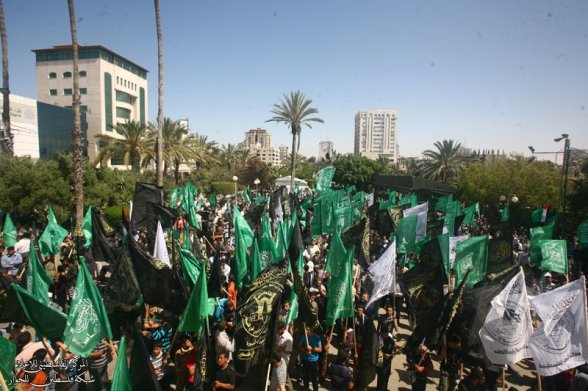 Demo for Palestine's prisoners and Hunger Strikers in Gaza - April 27, 2012 (Photo by Palestine Media Center)