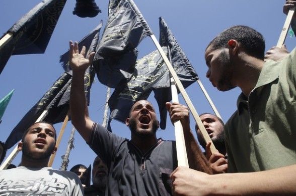 Palestinian men protest after Friday prayer to call for the release of Palestinian prisoners held in Israeli jails in Gaza City on April 27, 2012. Some 1,600 Palestinian prisoners held in Israel are conducting a mass hunger strike to protest their conditions. AFP PHOTO/ MOHAMMED ABED