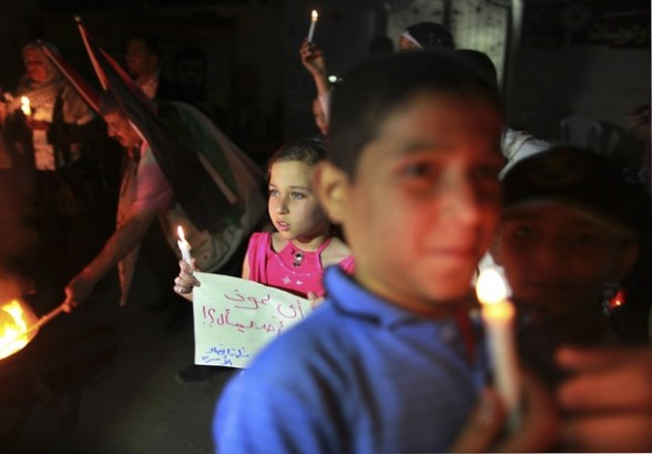 Protester hold candles during a rally to show solidarity with Palestinian prisoners inside Israeli jails, in front of the Red Cross headquarters in Gaza City April 16, 2012. Palestinian prisoners inside Israeli jails will begin a hunger strike on April 17, a Palestinian official said. REUTERS/Suhaib Salem