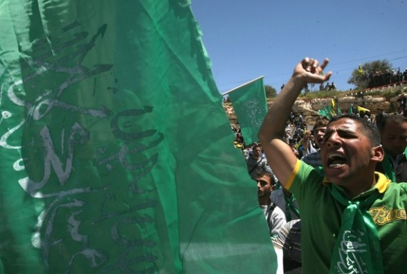Palestinian Hebron University students, supporters of the Islamic Hamas movement, take part in a rally to mark Prisoners' Day in the West Bank town of Hebron onApril 17,2012.  At least 1,200 Palestinian inmates of Israeli jails began an open-ended hunger strike as rallies across the Israeli occupied Palestinian territories marked Prisoners' Day.  AFP PHOTO / HAZEM BADER