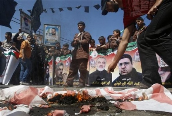 Palestinians demonstrate in solidarity with prisoners jailed in Israel on the annual prisoners day, in Gaza City, Tuesday, April 17, 2012. The Israeli prison service said Tuesday hundreds of Palestinian prisoners have launched a hunger strike to mark the Palestinians' annual prisoners day.(AP Photo/Hatem Moussa)