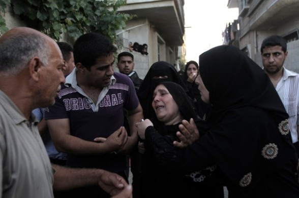 Palestinian relatives mourn during the funeral procession of six-year-old Ali al-Shwaf in Khan Younis, in the southern Gaza Strip on June 23, 2012, after he was killed during an Israeli air strike in Gaza and his father and another man were wounded in the shelling, but the Israeli military denied it was responsible. AFP PHOTO/SAID KHATIB