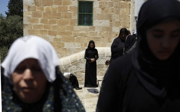 Palestinian women pray on the compound known to Muslims as Noble Sanctuary and to Jews as Temple Mount in Jerusalem's Old City, on the fourth Friday of the holy month of Ramadan August 10, 2012. REUTERS/Ammar Awad