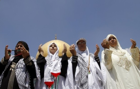 Palestinian women pray at the Al-Aqsa mosque compound on the last Friday of the Muslim holy month of Ramadan in Jerusalem,  Friday, Aug. 17, 2012.(AP Photo/Nasser Shiyoukhi)