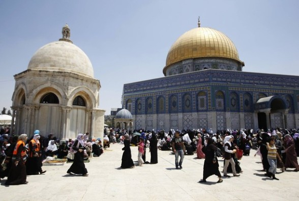 Palestinians gather near the Dome of the Rock (R), on the compound known to Muslims as Noble Sanctuary and to Jews as Temple Mount, in Jerusalem's Old City, during the holy month of Ramadan August 3, 2012. REUTERS/Ammar Awad