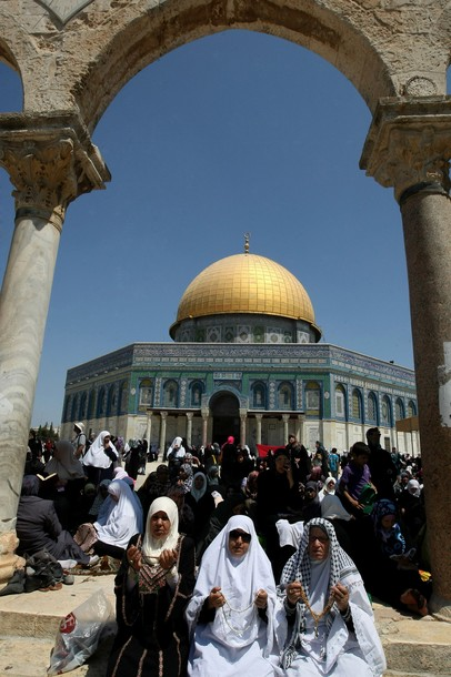 Palestinian Muslims pray outside the Dome of the Rock at the Al-Aqsa mosque compound in Jerusalem during the third Friday prayers of Islam's holy month of Ramadan on August 3, 2012. Muslims fasting in the month of Ramadan must abstain from food, drink and sex from dawn until sunset, when they break the fast with the meal known as Iftar. AFP PHOTO/JAAFAR ASHTIYEH