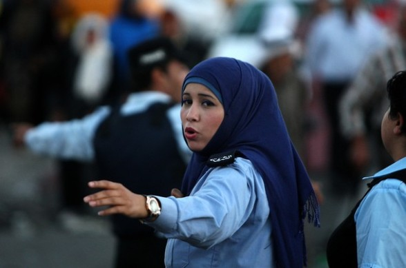 A Palestinian policewoman gestures as she stands at the Qalandia checkpoint between Ramallah and Jerusalem where worshipers are gathering on their way to the al-Aqsa checkpoint for the their Friday pray of Ramadan on August 3, 2012. AFP PHOTO/ABBAS MOMANI