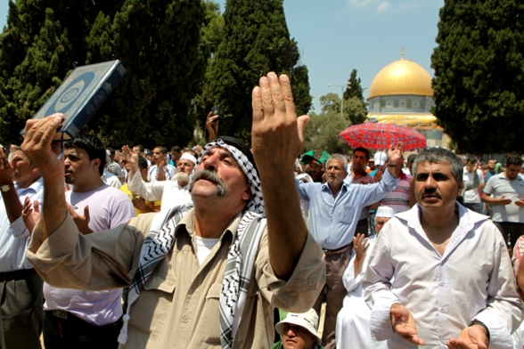 Worshipers at Al Aqsa Mosque, praying on 3rd friday of Ramadan Al-Quds (Jerusalem) Aug 3, 2012 | Photo by WAFA