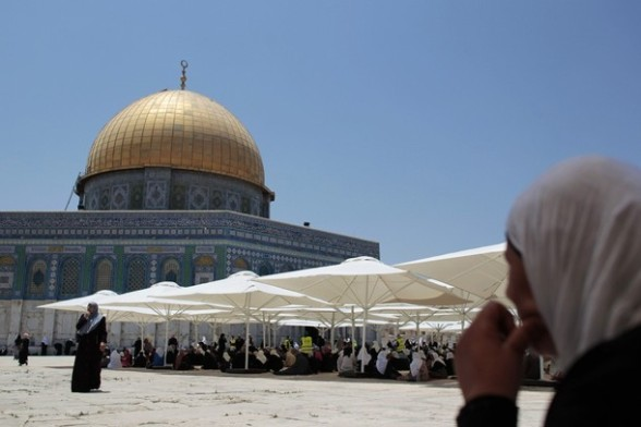 Palestinian women pray in front the Dome of the Rock on the compound known to Muslims as Noble Sanctuary and to Jews as Temple Mount in Jerusalem's Old City on the first Friday of the holy month of Ramadan July 20, 2012. Israeli police said that Palestinian males over the age of 40 would be freely permitted to enter the compound in Jerusalem's Old City on Friday. REUTERS/Ammar Awad