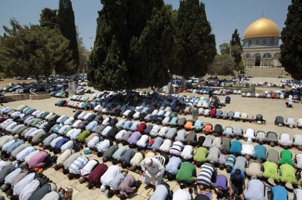 Palestinian men pray in front the Dome of the Rock on the compound known to Muslims as Noble Sanctuary and to Jews as Temple Mount in Jerusalem's Old City on the first Friday of the holy month of Ramadan July 20, 2012. Israeli police said that Palestinian males over the age of 40 would be freely permitted to enter the compound in Jerusalem's Old City on Friday. REUTERS/Ammar Awad