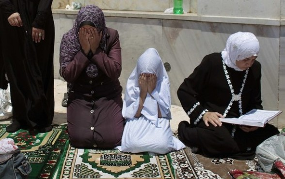 Palestinian women pray on the compound known to Muslims as Noble Sanctuary and to Jews as Temple Mount in Jerusalem's Old City on the second Friday of the holy month of Ramadan July 27, 2012. REUTERS/Ammar Awad