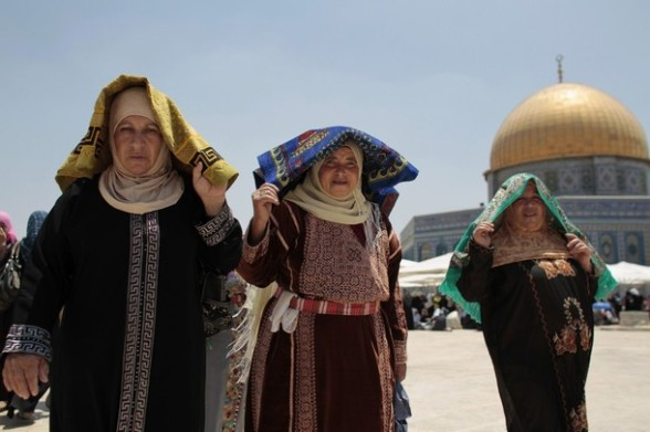 Palestinian women carry prayer mats in front of the Dome of the Rock on the compound known to Muslims as Noble Sanctuary and to Jews as Temple Mount in Jerusalem's Old City on the second Friday of the holy month of Ramadan July 27, 2012. REUTERS/Ammar Awad
