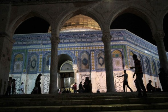 Palestinians walk at the compound of the Dome of the Rock known to Muslims as Noble Sanctuary and to Jews as The Temple Mount in Jerusalem's Old City during the holy month of Ramadan July 25, 2012. REUTERS/Ammar Awad