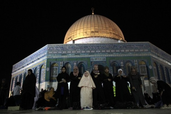 Palestinian women pray in front of the Dome of the Rock at the compound known to Muslims as Noble Sanctuary and to Jews as The Temple Mount in Jerusalem's Old City during the holy month of Ramadan July 25, 2012.  REUTERS/Ammar Awad