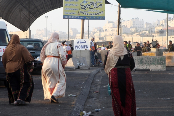 Palestinian men and women cross Qalandia checkpoint to go to pray at Al Aqsa mosquee in Jerusalem for the 1st Friday of the Holy month of Ramadan