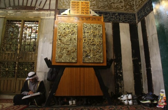 A Palestinian man reads the Koran, Islam's holy book, at the Ibrahimi Mosque or the Tomb of the Patriarchs in the West Bank city of Hebron on the second Friday of the Muslim fasting month of Ramadan on July 27, 2012. AFP PHOTO / HAZEM BADER