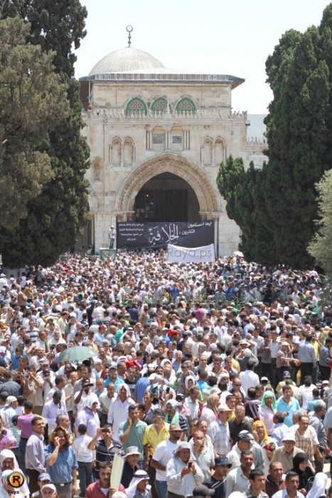 Second Friday in Ramadan approximately 250.000 worshipers from all over Palestine at the Al-Aqsa Mosque  Jerusalem - July 27, 2012 (Photo via Raya.ps)