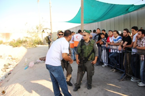 Qalandiya Checkpoint. Palestinians and a religion under siege on the 3rd friday of Ramadan | Aug 3, 2012 | Photo by Raya.ps