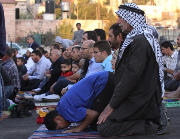 Oct 26, 2012 - Ramallah - Hundreds of citizens performing Eid prayers Photography: Mohamed Farrag/WAFA