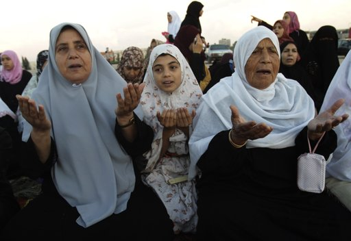 Palestinian women pray during Eid al-Adha prayers in central Gaza Strip October 26, 2012. Muslims around the world celebrate Eid al-Adha to mark the end of the Hajj by slaughtering sheep, goats, cows and camels to commemorate Prophet Abraham's willingness to sacrifice his son Ismail on God's command. REUTERS/Ibraheem Abu Mustafa