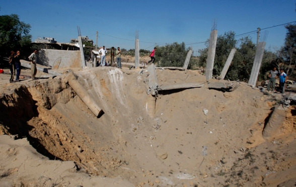 The effects of the Israeli bombardment on a house in the Bureij refugee camp in the central Gaza Strip (Photo by Hatem Moussa / Wafa)