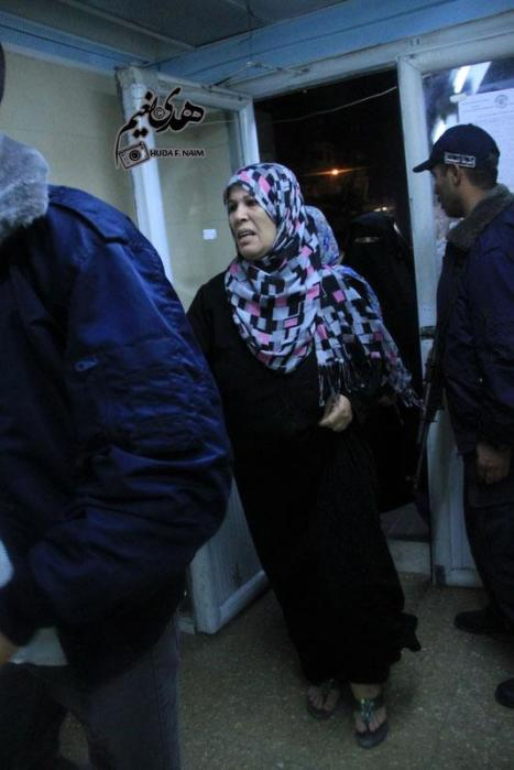 Mourners entering the morgue in Gaza Nov 10, 2012