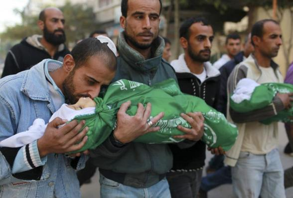 AA05. Gaza Strip (---), 18/11/2012.- A Palestinian man holds the body of Tamer Abu Sefan, three and a half years old during his funeral at a mosque in the northern Gaza Strip on 18 November 2012. Reports state that the Israeli military is prepared to significantly widen operations against Palestinian militants in the Gaza Strip, Prime Minister Benjamin Netanyahu told his cabinet 18 November 2012. He said Israel's Operation Pillar of Defence had caused 'significant damage' to the missile arsenal that Palestinian militant groups were aiming at Israel, and had extracted a 'heavy price' from Hamas and other armed organizations. EFE/EPA/ALI ALI