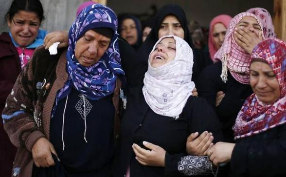 Palestinian women crying the death of a boy in Beit Hanoun on Friday Nov 16, 2012