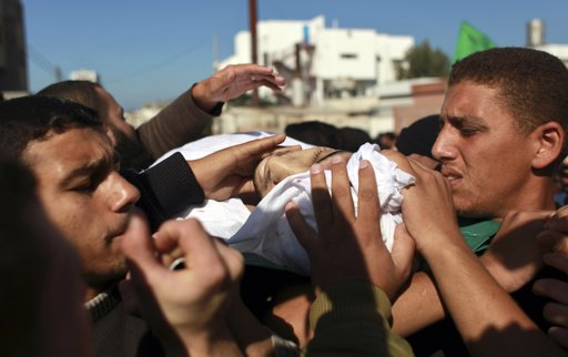 Palestinians carry the body of Hamas militant Mohammed Qanoua, who died of wounds suffered from Israeli tank fire, during his funeral in Gaza City November 13, 2012. Israel struck three targets in the Gaza Strip in the early hours of Tuesday and warned an ongoing crisis with Palestinian militants had not been resolved, despite a marked decrease in rocket-fire from the territory. Tensions rose sharply on Saturday when four Israeli soldiers patrolling the Israel-Gaza border were wounded. Israel responded with tank fire and air strikes that killed seven Palestinians, including four civilians, and left at least 40 wounded. REUTERS/Mohammed Salem