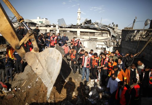 Nov 18 2012 - Gaza Under Attack by Israel Photo 2012-11-18T075956Z_1092598307_GM1E8BI17MX01_RTRMADP_3_PALESTINIANS-ISRAEL