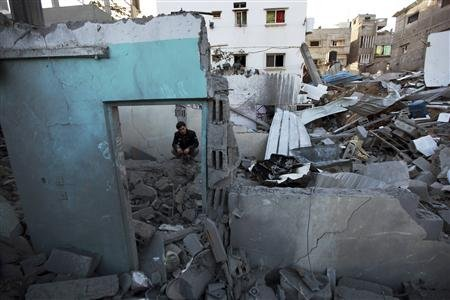 Nov 18 2012 - Gaza Under Attack by Israel Photo 2012-11-18T092750Z_1_CBRE8AH0QAI00_RTROPTP_2_PALESTINIANS-ISRAEL