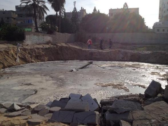 Nov 21 2012 Gaza Under Attack Impact crater near journalist hotel hit waste water system